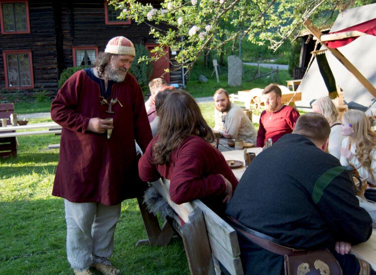 Vikings eating