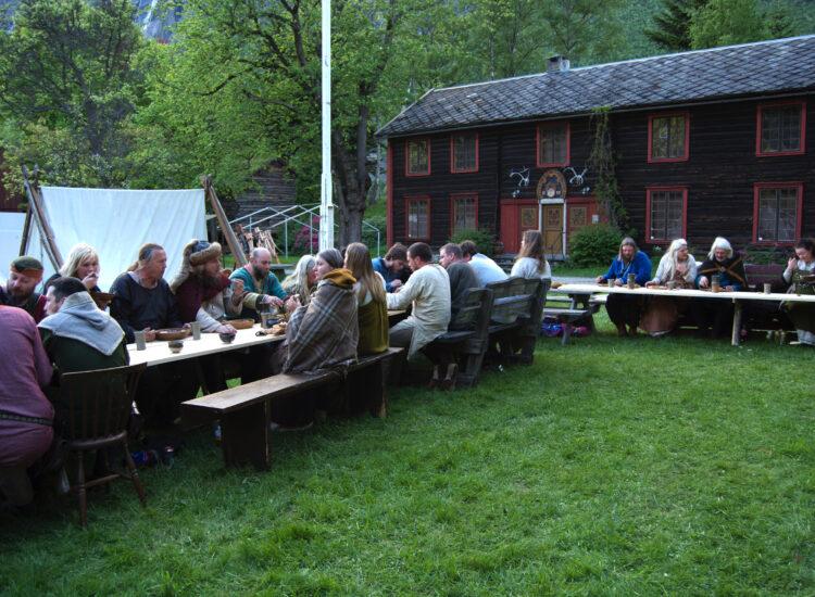 Vikings waiting for food