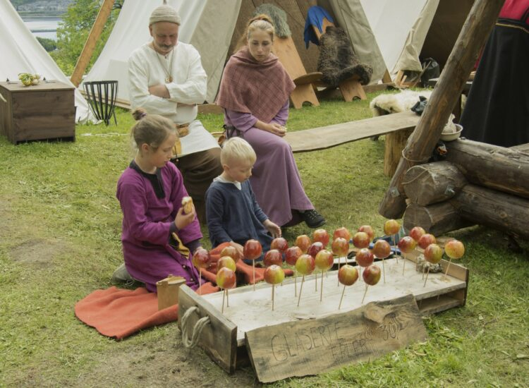 Kids selling apples